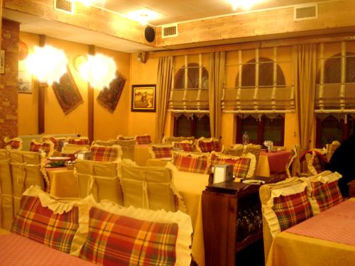 アヴァノスのレストラン